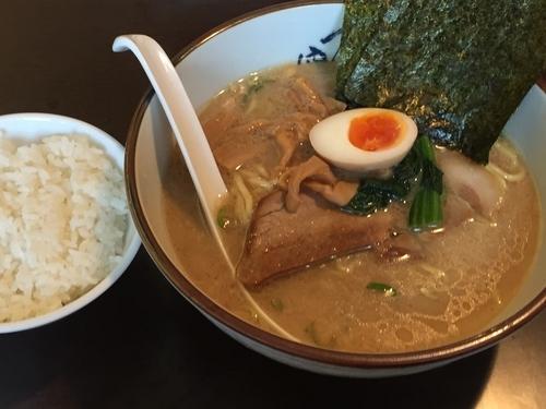 「ラーメン(硬め)+ライス」@横濱家 新羽店の写真