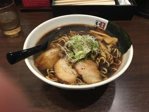 「富山ブラック 大盛」@麺家いろは 秋葉原店の写真