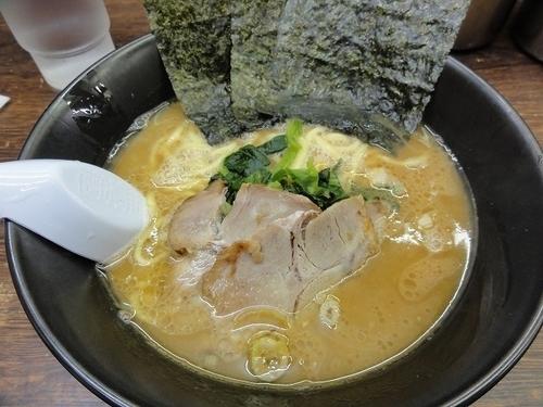 「ラーメン500円 アジ濃いめ」@らーめん 吟太の写真