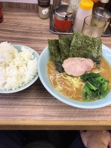 「ラーメン 中」@横浜ラーメン 武蔵家 武蔵境店の写真
