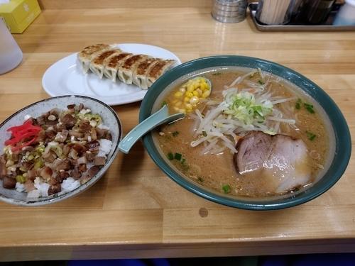 「ラーメンCセット(味噌ラーメン+餃子+ねぎ豚丼)900円」@ラーメン ふじ屋の写真