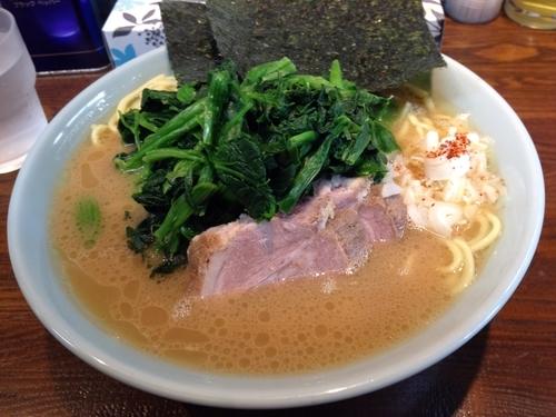「特塩 + ほうれん草」@横浜家系豚骨醤油極太麺 侍 本店の写真