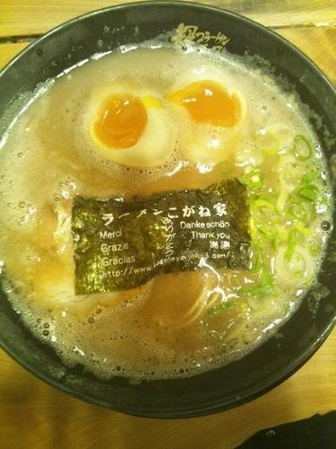 「超半熟煮玉子入りラーメン」@ラーメンこがね家 明石総本店の写真
