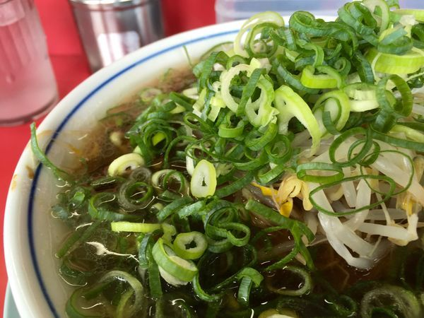 「ラーメン 麺カタメ ネギ多め」@ラーメン藤 京都本店の写真