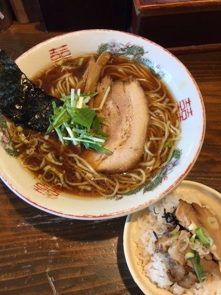 「鶏ガラ100%醤油ラーメン+ミニチャー丼セット 700円」@らーめん嗟哉の写真