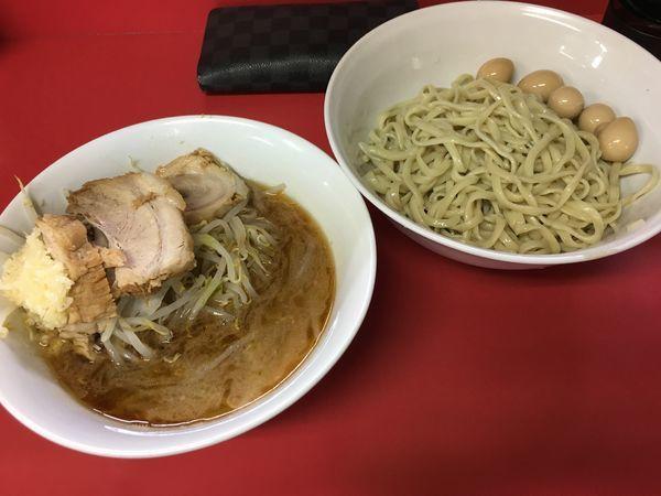 「つけ麺 ゴマ油ニンニク(麺半分豚2枚)+うずら」@ラーメン二郎 茨城守谷店の写真