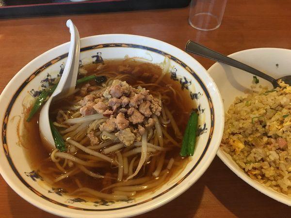 「台湾ラーメン+チャーハンセット」@中国菜館 氷花餃子 津高野尾店の写真