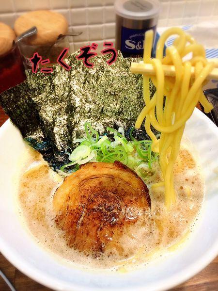 「豚骨醤油ラーメン¥680」@たくぞうのらーめんの写真