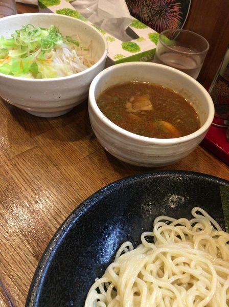 「つけ麺 750円、三種のいろどり野菜 150時」@宮崎とんこつラーメン 神楽の写真
