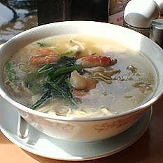 「海鮮麺1050円+大盛100円+シュウマイ2個240円」@中華四川料理 飛鳥の写真