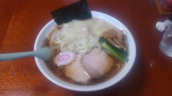 「ワンタン麺800円+大盛100円」@手打らーめん 海の写真