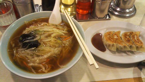 「サンマーメン+餃子」@龍味 横浜トーヨー街店の写真