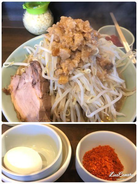 「中ラーメン、生卵、エビ辛」@立川マシマシ 9号店の写真