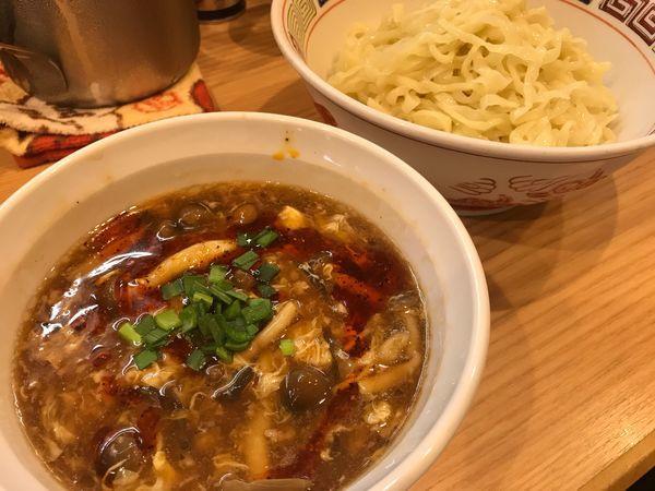 「【限定】ふわふわ卵とキノコのサンラー手揉みつけ麺」@ほっこり中華そば もつけの写真