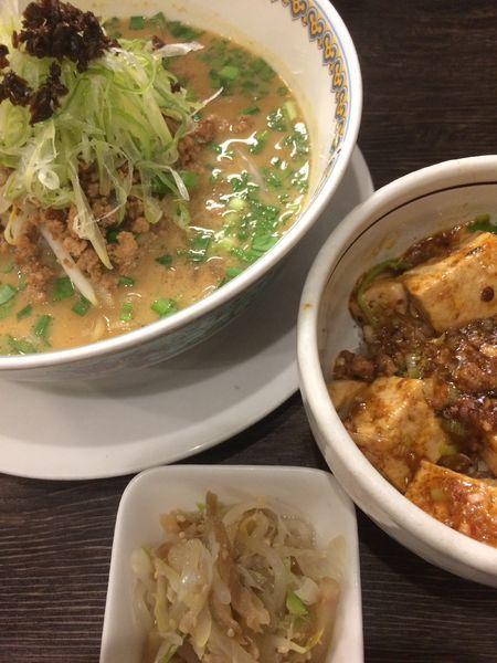 「汁あり担担麺と小麻婆豆腐かけご飯セット」@雲林坊 秋葉原店の写真