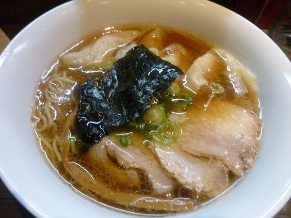 「山水地鶏ワンタン醤油らぁ麺」@支那そばや 本店の写真