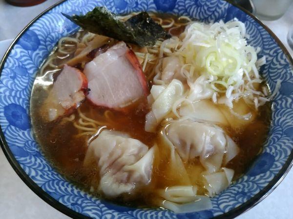 「ワンタン麺950円+ビール」@はるばるていの写真