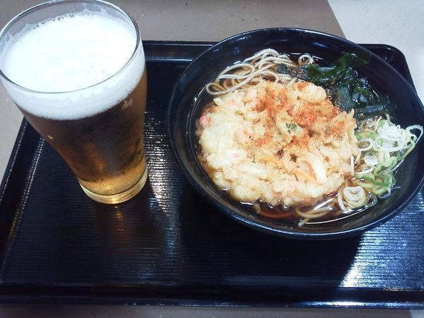 「天ぷらそば410+ビール290=700円」@名代 富士そば 巣鴨駅前店の写真