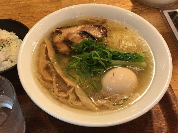 「イベリコ塩らーめん+味玉+ご飯」@tamazouの写真