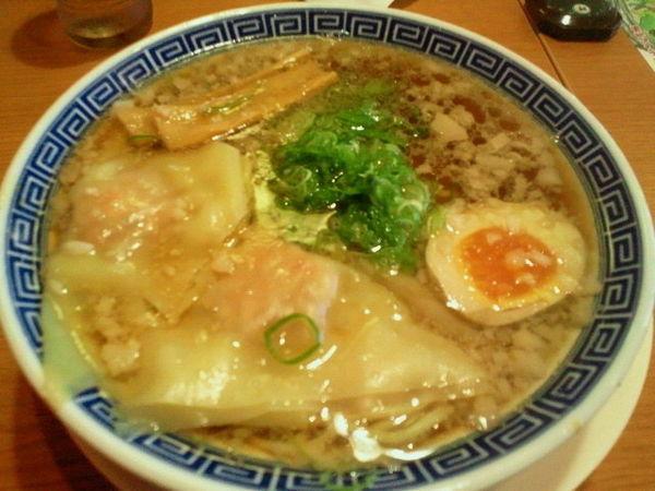 「ワンタン本丸醤油麺 637円」@大志軒 福島泉店の写真