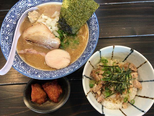 「トリプルらーめん(鶏×豚×煮干し)Cセット」@濃厚鶏白湯ラーメン 一彩の写真