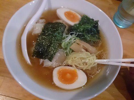 「醤油細麺ワンタン5個+味玉」@麺や とりまるの写真