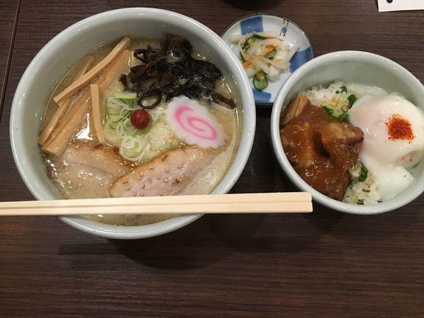 「しおラーメンと温玉チャーシュー丼」@らーめん 山頭火 越谷イオンレイクタウン店の写真
