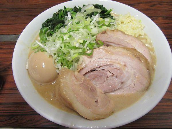 「ラーメン豚一切れ(840円)+味玉+れん草」@ちばからの写真