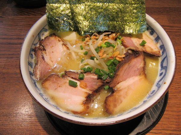 「バリシオラーメン(750円)+チャーシュー+たまご」@らー麺屋 バリバリジョニーの写真