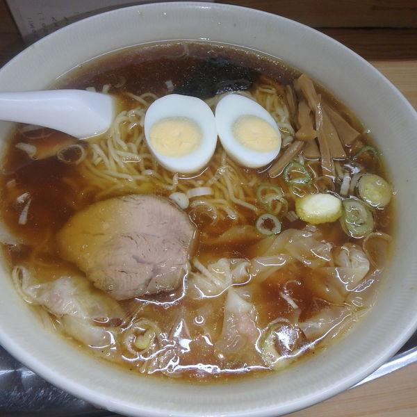 「玉子入りワンタン麺(茹で)(950円)」@大勝軒 武蔵高萩店の写真