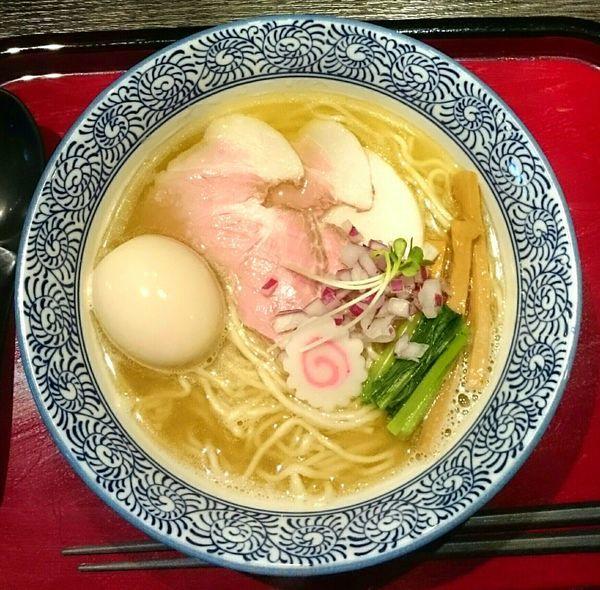 「あっさり煮干塩そば(細麺) 味玉 和え玉緑」@鶏そば なんきち 東京店の写真