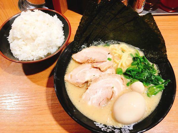「MAXラーメン(並)+ライス」@横浜家系ラーメン 秋津商店2号店の写真