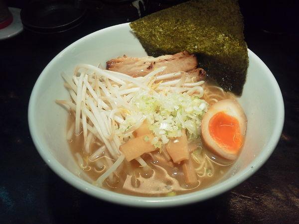 「あっさり魚介ラーメン 800円」@○宿めんてんてんの写真