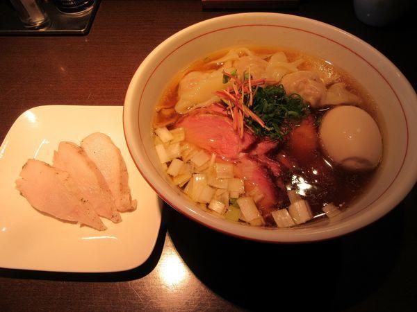「虎徹そば醤油(780円)+釜焼き+ワンタン他」@麺や 虎徹の写真