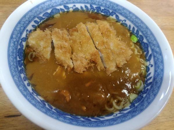「カツカレーラーメン(並盛)600円」@ほづみとんかつ店の写真