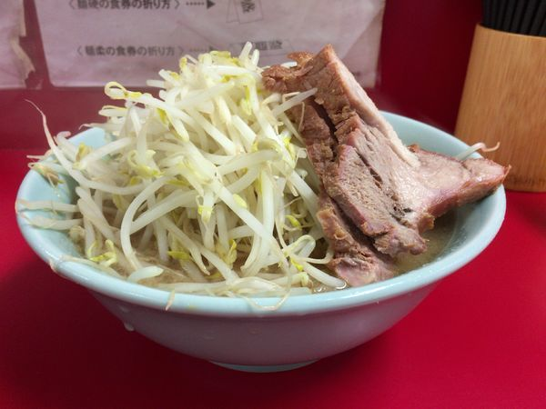 「ラーメン普通¥700+ヤサイ」@ラーメン二郎 歌舞伎町店の写真