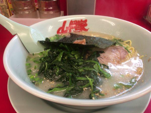 「朝ラーメン 脂抜き+ほうれん草」@山岡家 石岡店の写真