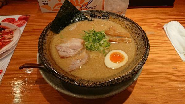 「豚骨醤油ラーメン +ミニチャーハン」@越後秘蔵麺 無尽蔵 六日町家の写真