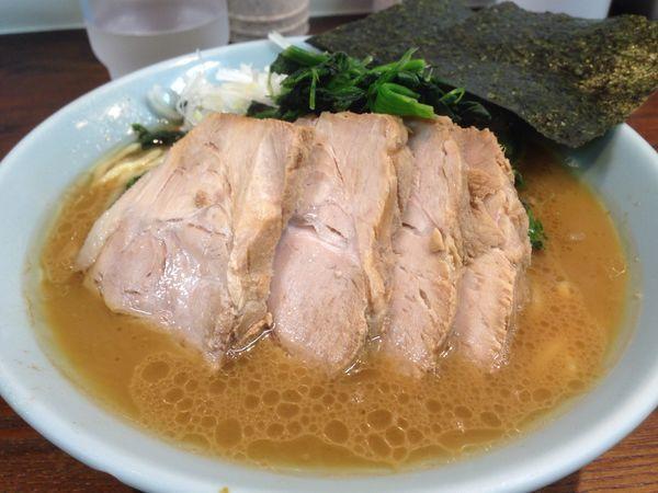 「ラーメン + チャーシュー + ほうれん草」@横浜家系豚骨醤油極太麺 侍 本店の写真