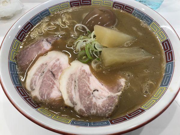 「煮干鰮豚骨らーめん 煮卵入り」@煮干鰮豚骨らーめん 嘉饌の写真