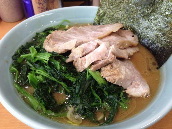 「チャーシュー麺 + ほうれん草」@横浜ラーメン 武蔵家 綾瀬店の写真