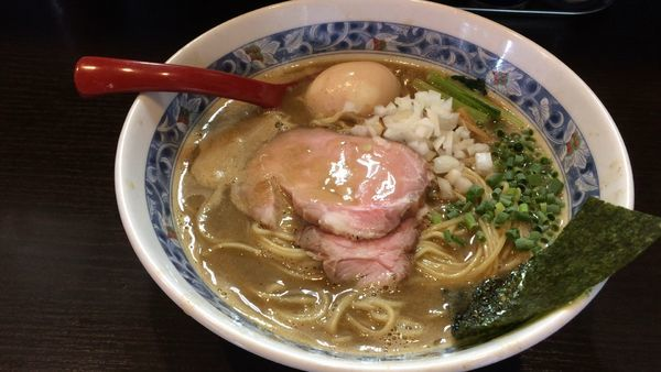 「煮干豚骨味玉ラーメン」@麺処 夏海の写真