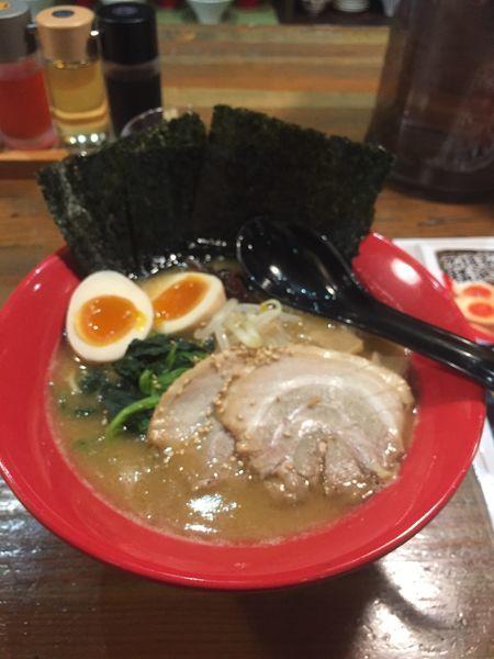 「横浜ラーメン硬め濃いめ」@横浜ラーメン 一心家の写真