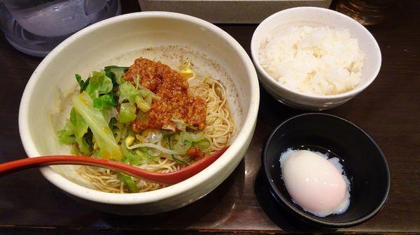 「汁なし担担麺(700円)+温玉小ライスセット(250円)」@めだかTANTANの写真