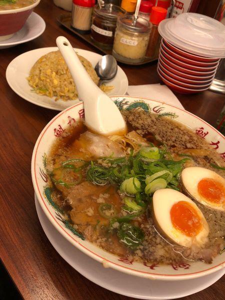 「特製醤油味玉ラーメン 750円+焼きめし 230円」@魁力屋 越谷店の写真