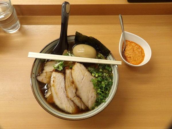 「たまり醤油+肉増し+味玉+エビペースト+麵増し」@春紀の写真