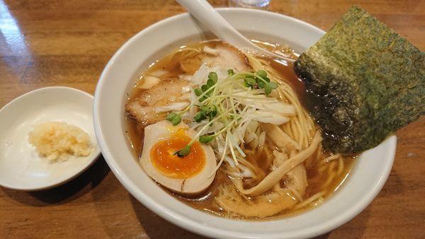 「煮干中華そば+味玉(連れと半分)+にんにく(無料!)」@ふうびの写真