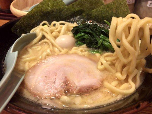 「ラーメン(醤油)(734円)」@横濱家系ラーメン 壱角家 西新宿店の写真