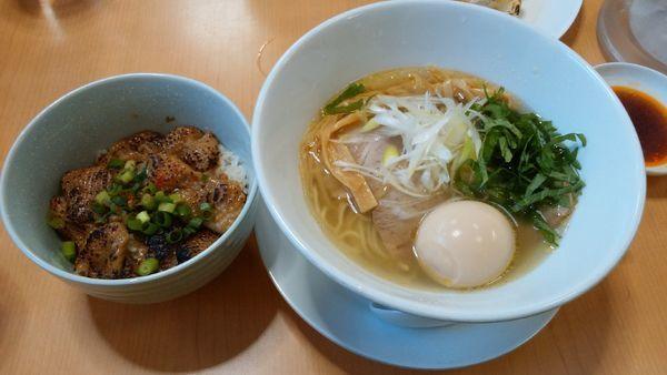 「味玉鶏塩+餃子+鶏皮丼」@麺蔵 あつおの写真