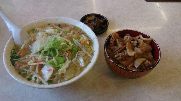 「タンメン大盛800円+ミニ焼き肉丼セット」@ニューとん太 麻生店の写真